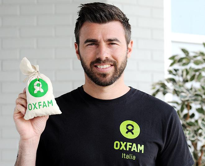 Andrea Barzagli sul set per la realizzazione dello spot Oxfam - Con le donne per vincere la fame. Vinovo (To) 11 aprile 2014 (ph. G. Marchisciano)